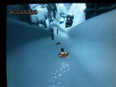 Un bateau jaune lancé sur la neige. Ca ne vous rappelle rien ?
